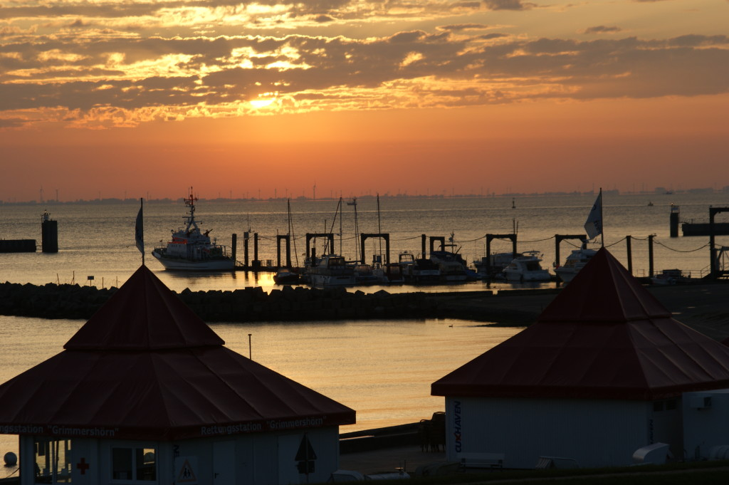 Sonnenaufgang Grimmershörn und Fährhafen