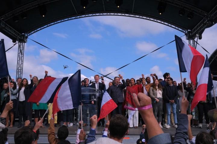 Mélenchon et la France insoumise proclament l'union populaire et écologique