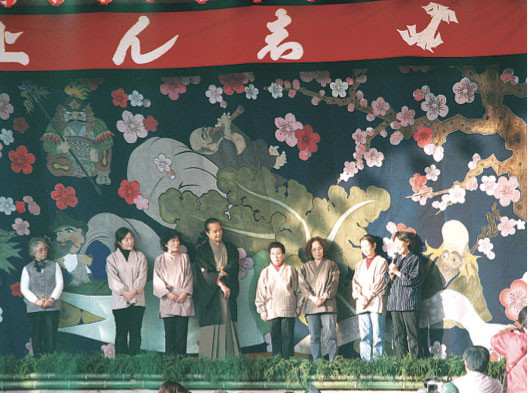 Unveiling of the Heisei main stage curtain. Mr Asai also came from Hyogo to take part in the event, 2006