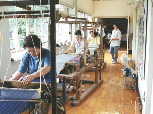 Special training on the looms to ensure that the weave pattern would align correctly, 2002