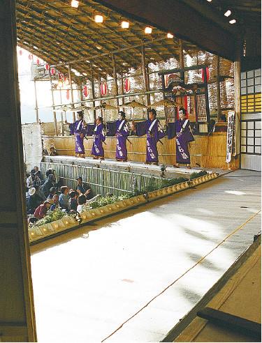 Nishiwakaza performing Shiranami Gonin Otoko, 2001