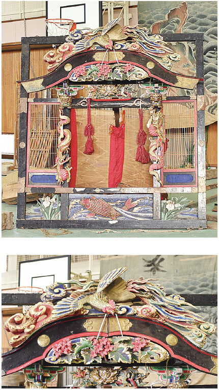 Two examples of Torinoko wood carvings on hon-yuka carved by the well-known Kobayashi Hei'eimon in 1890. They cost 23 yen in the money of the time.