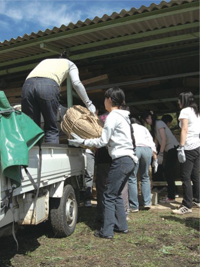 Unloading rope from a truck, 2008