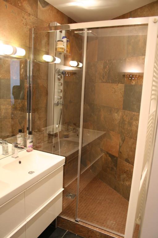 Salle de bain vue de la douche
