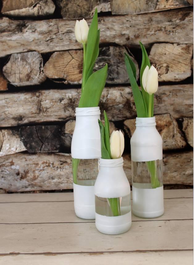 My GREEN Home. Leere Flaschen. Flaschen anmalen. Zero Waste. Nachhaltig. Ressourcen schonend. Farbe. Kreativ. Minimalismus. Upcycling. Vasen.