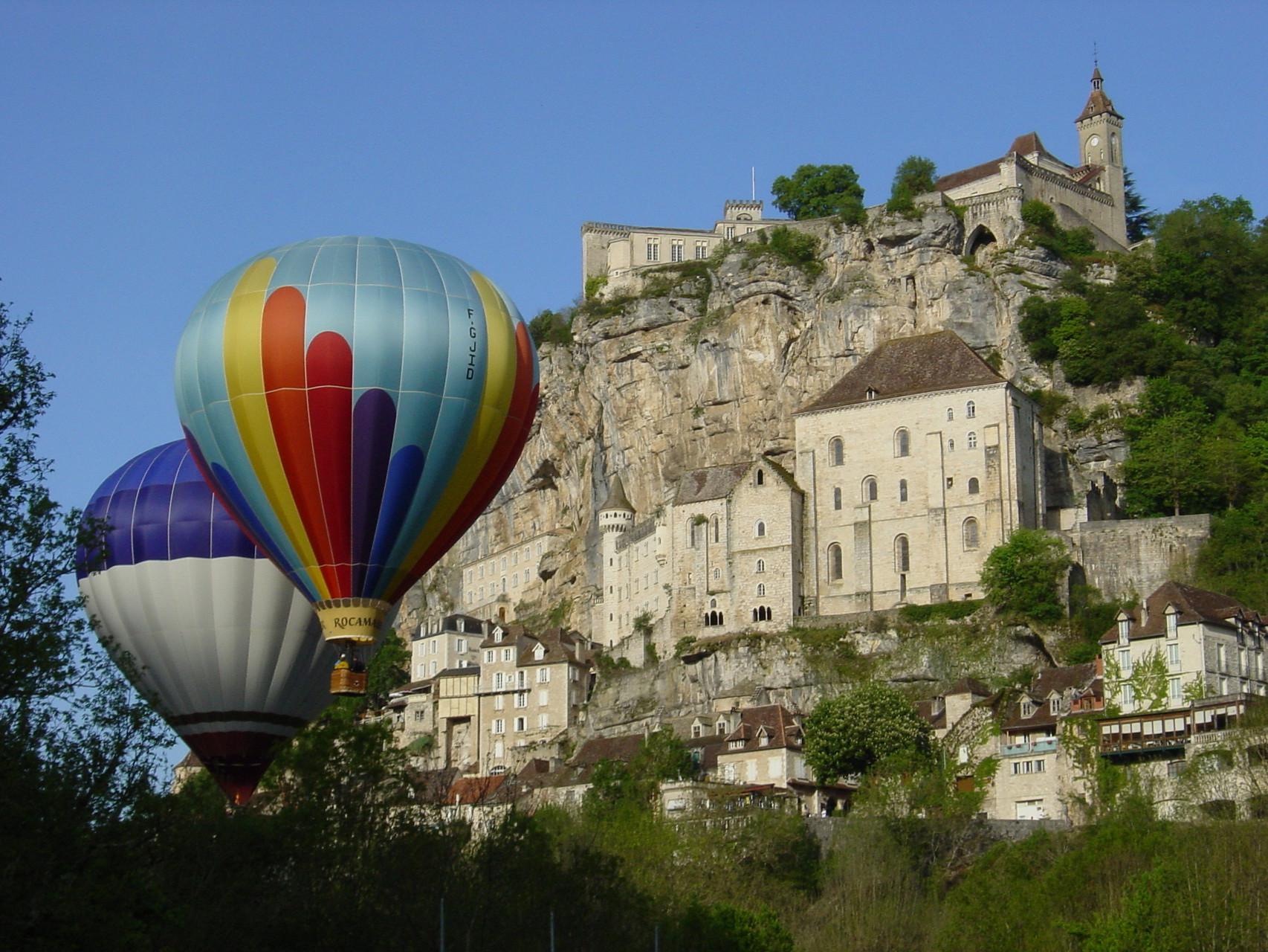 Rocamadour pendant le festival de Montgolfières