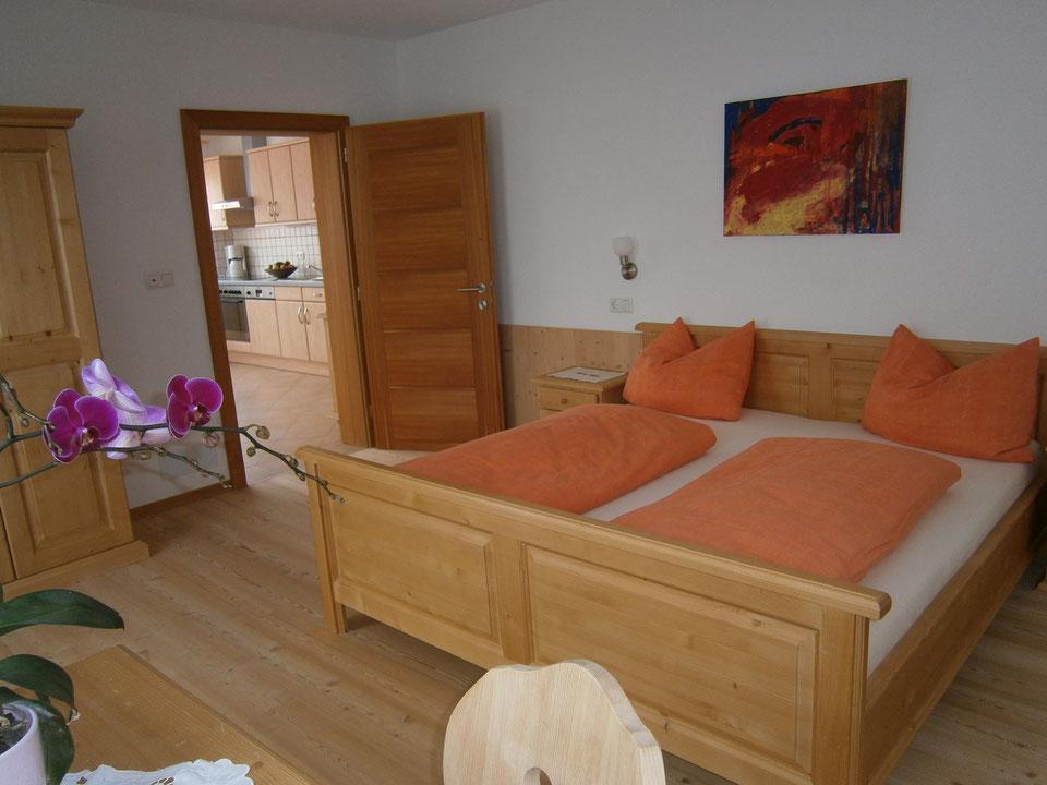 Zimmer mit Blick in den Wohnraum