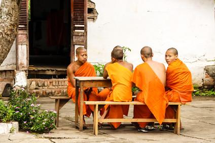 Mönche in der alten Königstadt Luang Prabang