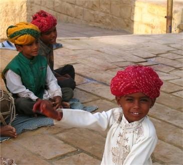 Lächelnde Kinder in Indien