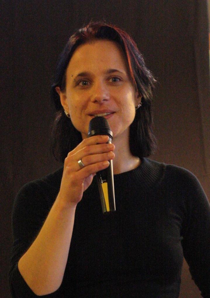 Herausgeberin und Moderatorin Sabine Brandl