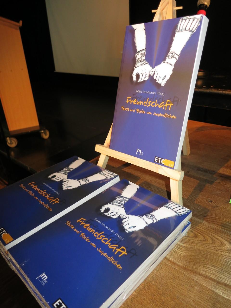"""Unser Buch """"Freundschaft - Texte und Bilder von Jugendlichen"""""""
