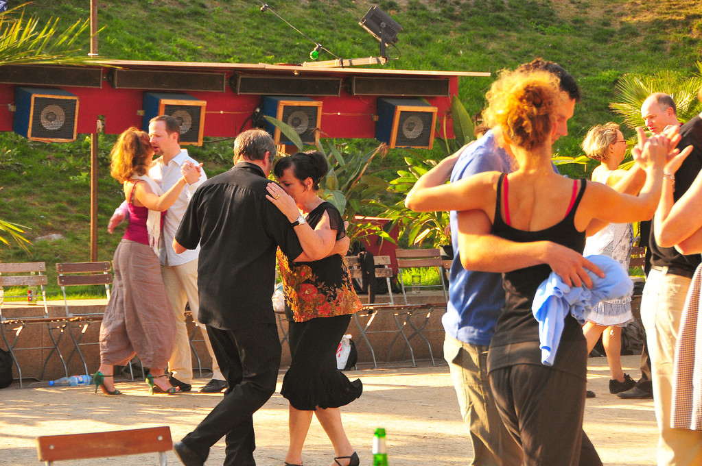 Would you like to tango argentino?