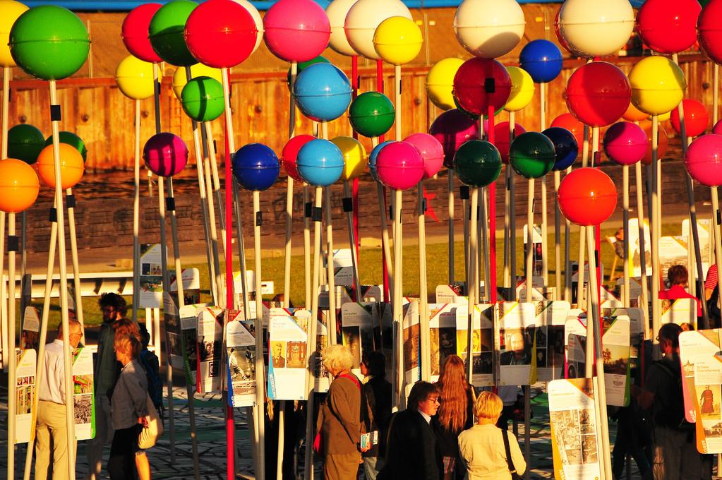 Bubbles of tourists