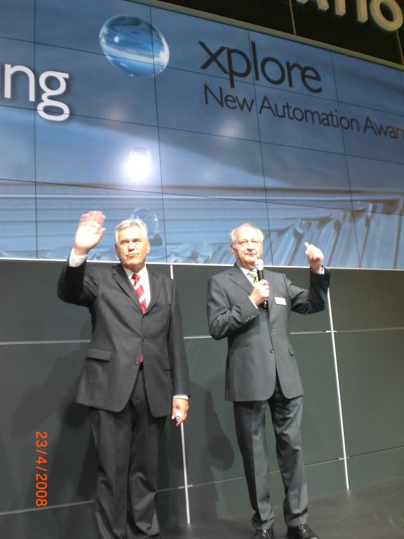 Siegerehrung durch Minister Glos und Herrn Eisert (Phoenix Contact)