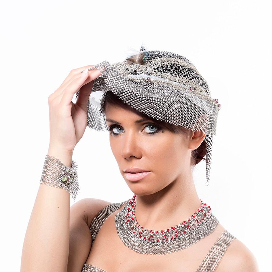chapeau de créateur, couture, contemporain en cotte de mailles