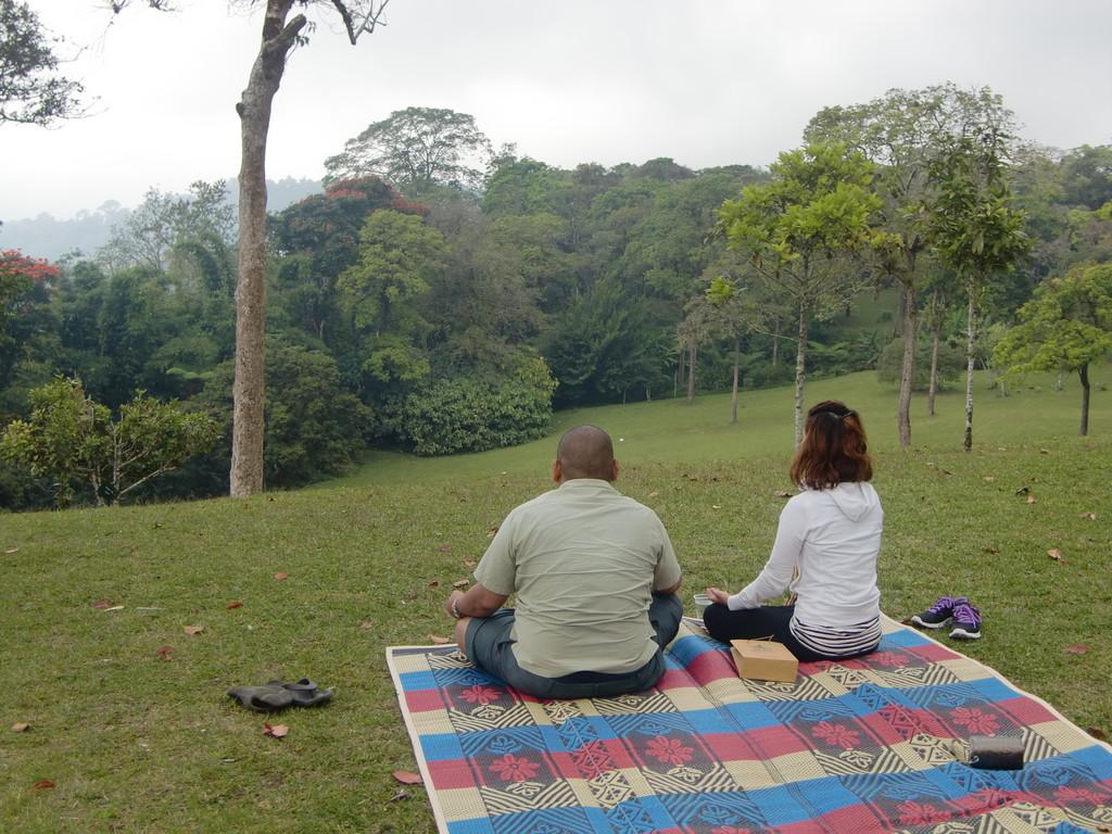先生とブドゥグルにて瞑想中
