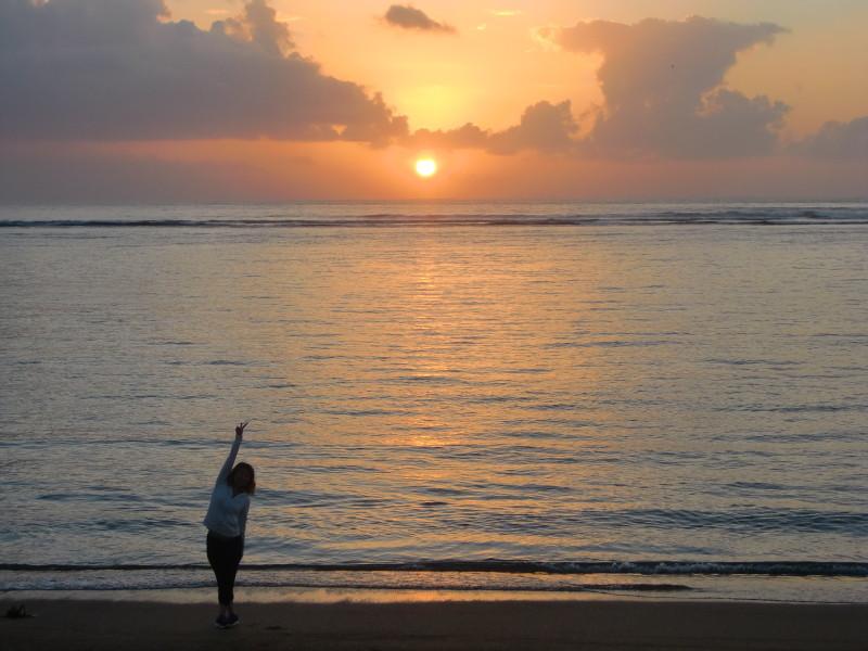 サヌールビーチでの日の出