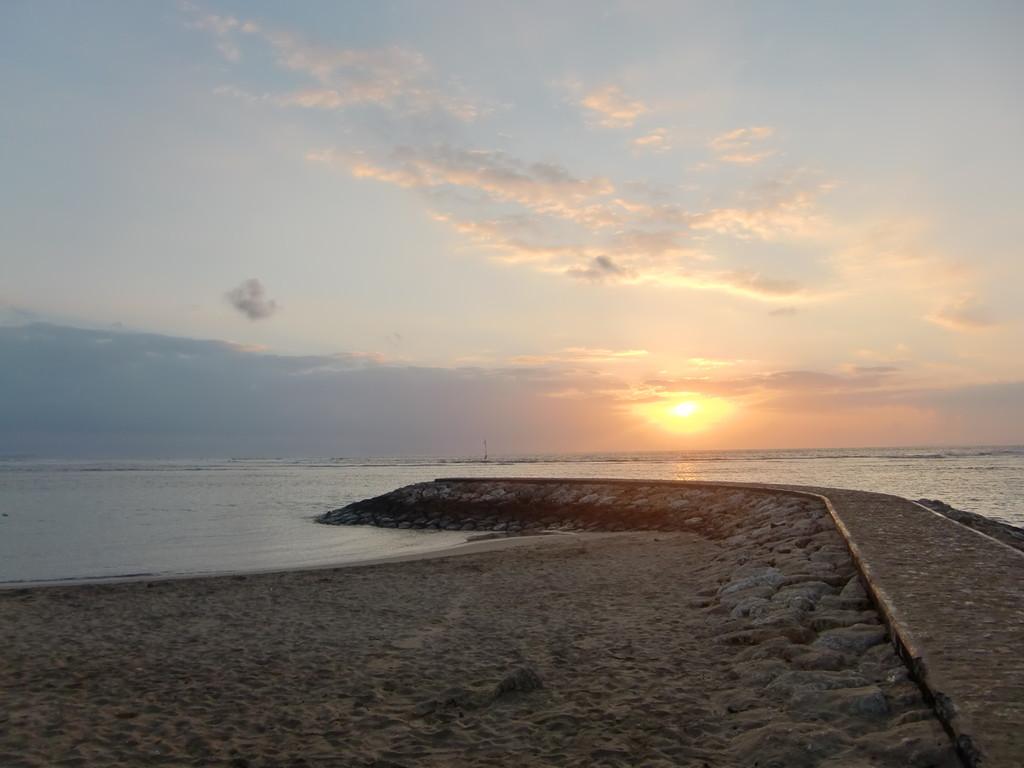 サヌールビーチはパワースポットです