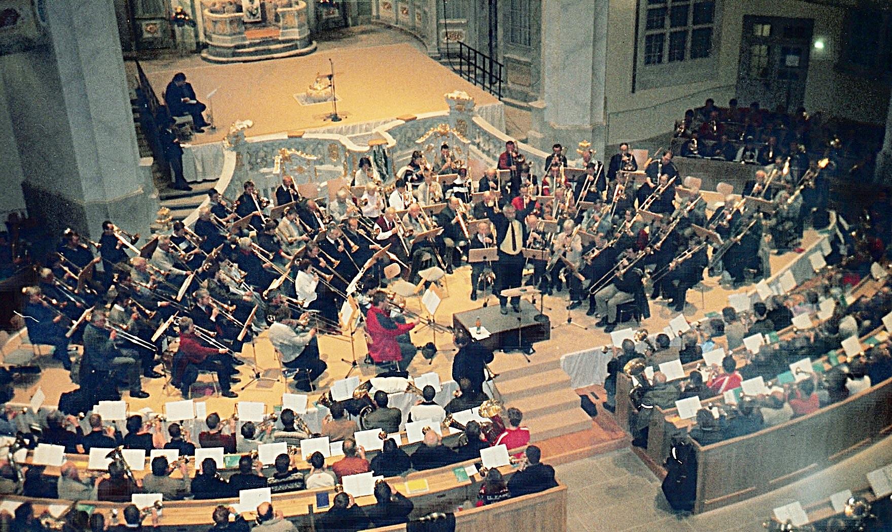 2005: Mitwirkung am 19. November bei der Wiedereinweihung der Dresdner Frauenkirche