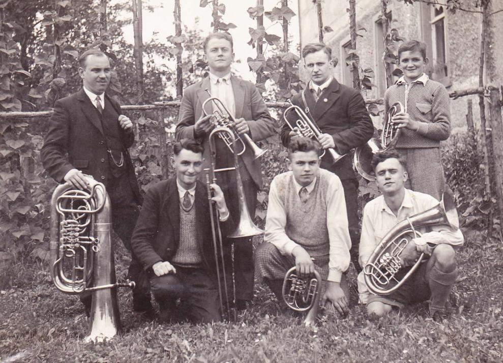 1932: die Aufnahme entstand bei einem Chorausflug - Chorleiter war Rudolf Werner (3.v.l.) - ab 1929 bis zu seinem Tod 1968 -