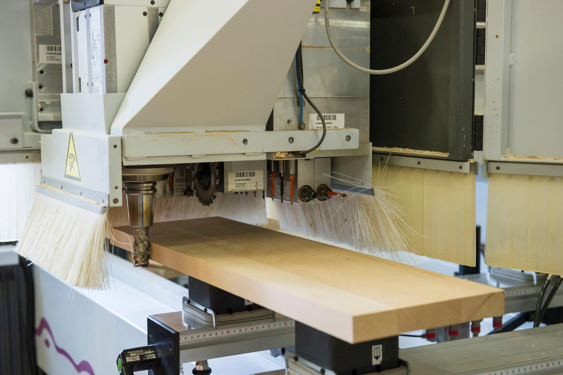 Mithilfe unserer computergesteuerten CNC-Fräsmaschine bieten wir höchste Qualität.