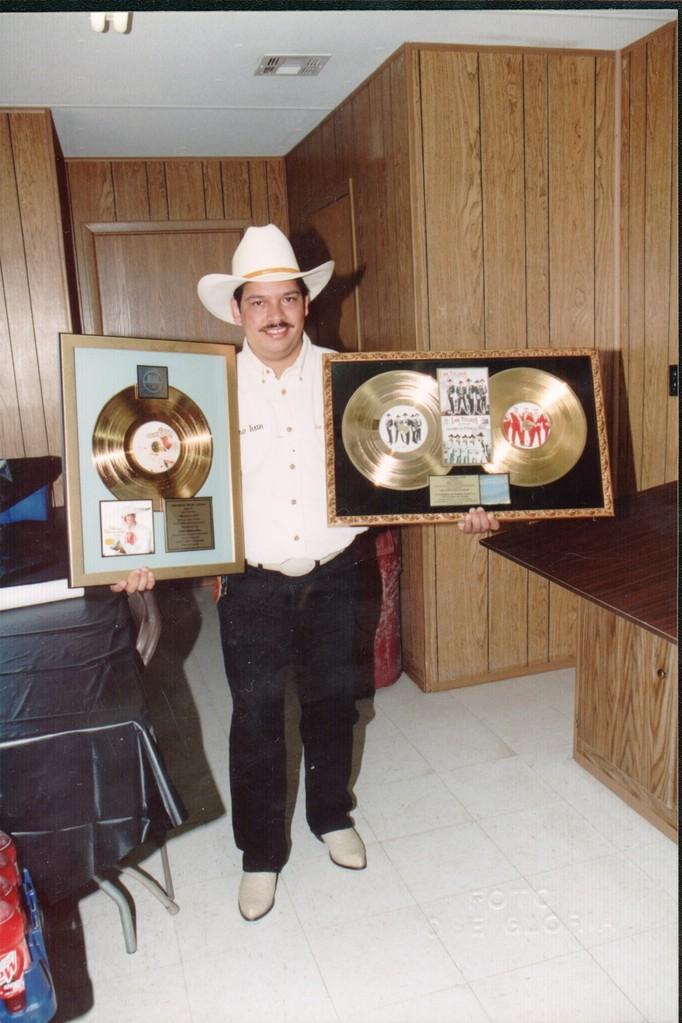 Varios discos de oro