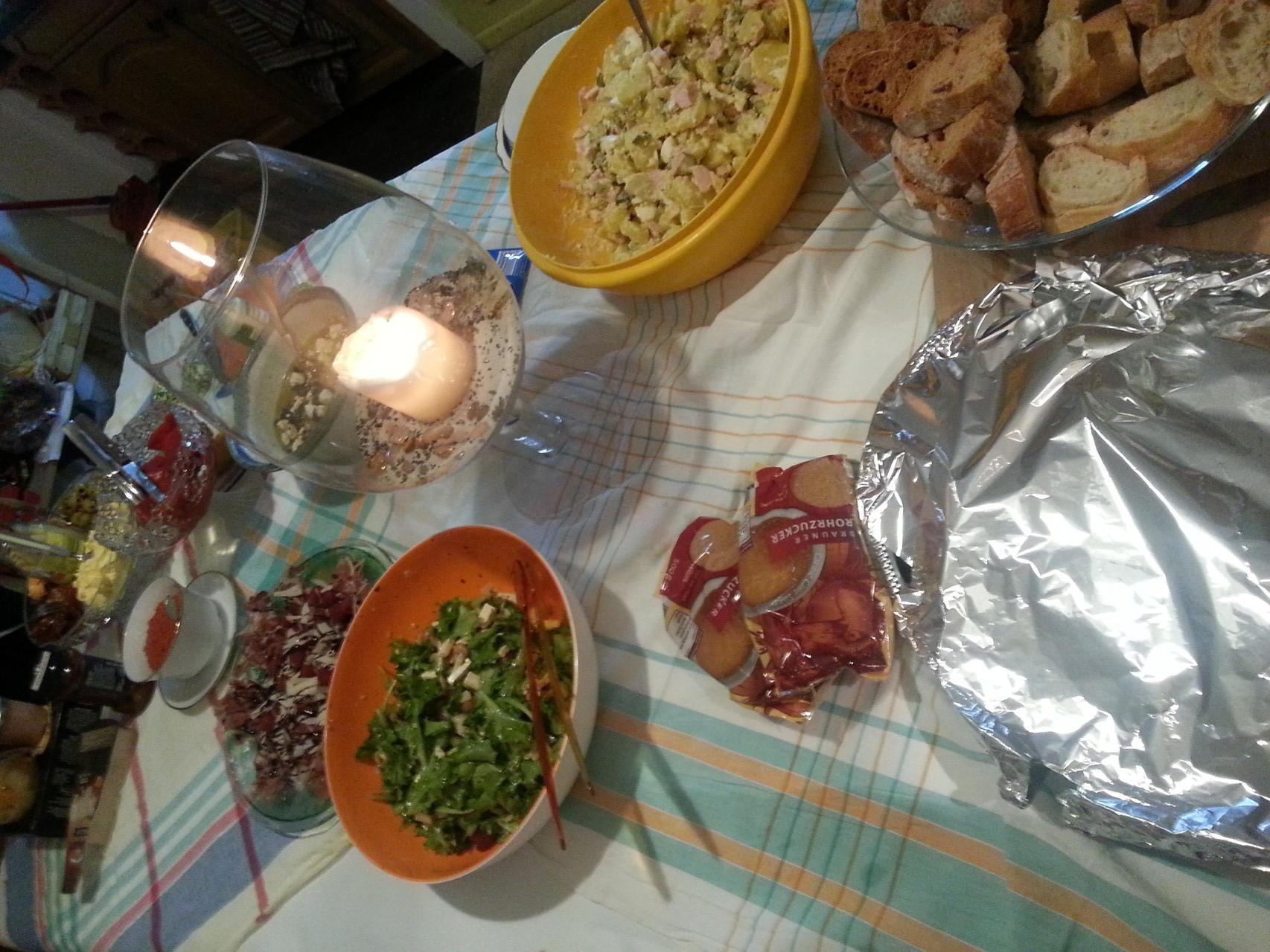 ...und Kartoffelsalat und andere Köstlichkeiten