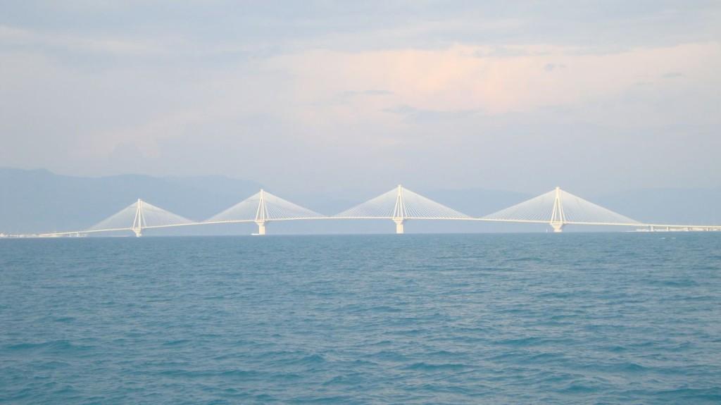 Легендарный мост, соединяющий Пелопоннес с материковой частью