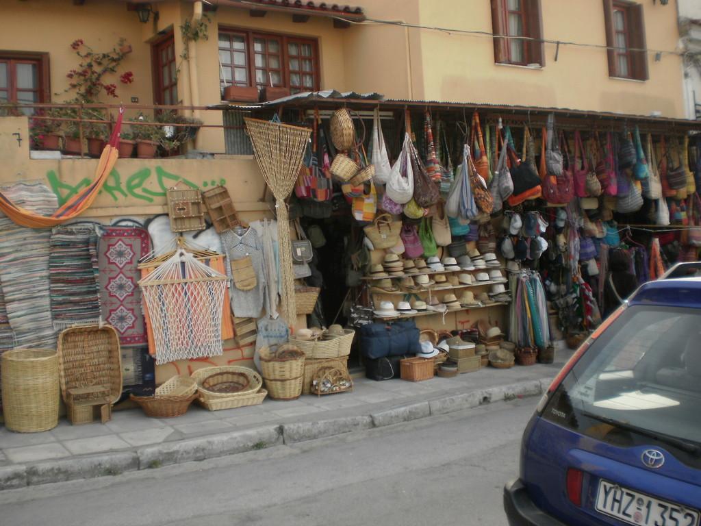 Торговая лавка в районе Монастыраки