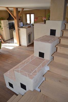 Finition horizontale du banc chauffant en terre cuite