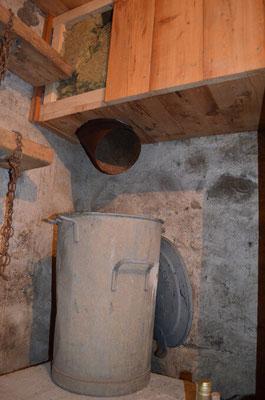 Bac à cendre au sous-sol Cuisinière de masse / Thorrens-Glières / Haute-savoie