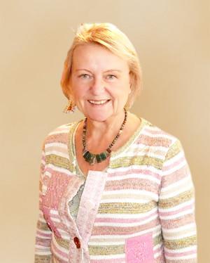 校長 Carolyn Llewelyn