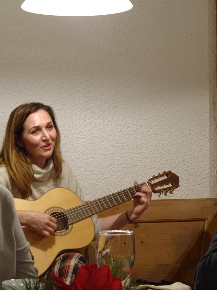 Viel Beifall erhielt Christine Fisch für ihre Liedbeiträge.