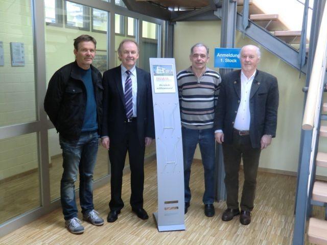 m Bild von links: Betriebsrats-Vorsitzender Harald Schlapps, Geschäftsführer Helmut Schöfberger, Helmut Niewert und Horst Wallner.