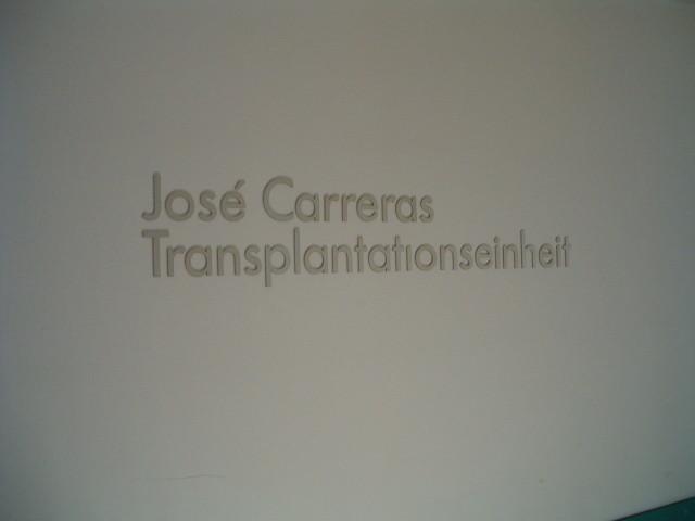Jährlich werden im Klinikum Großhadern bis zu 120 Knochenmarktransplatationen durchgeführt. Die KMT-Ambulanz befindet sich ebenfalls in der Jose Carreras Transplatationseinheit.