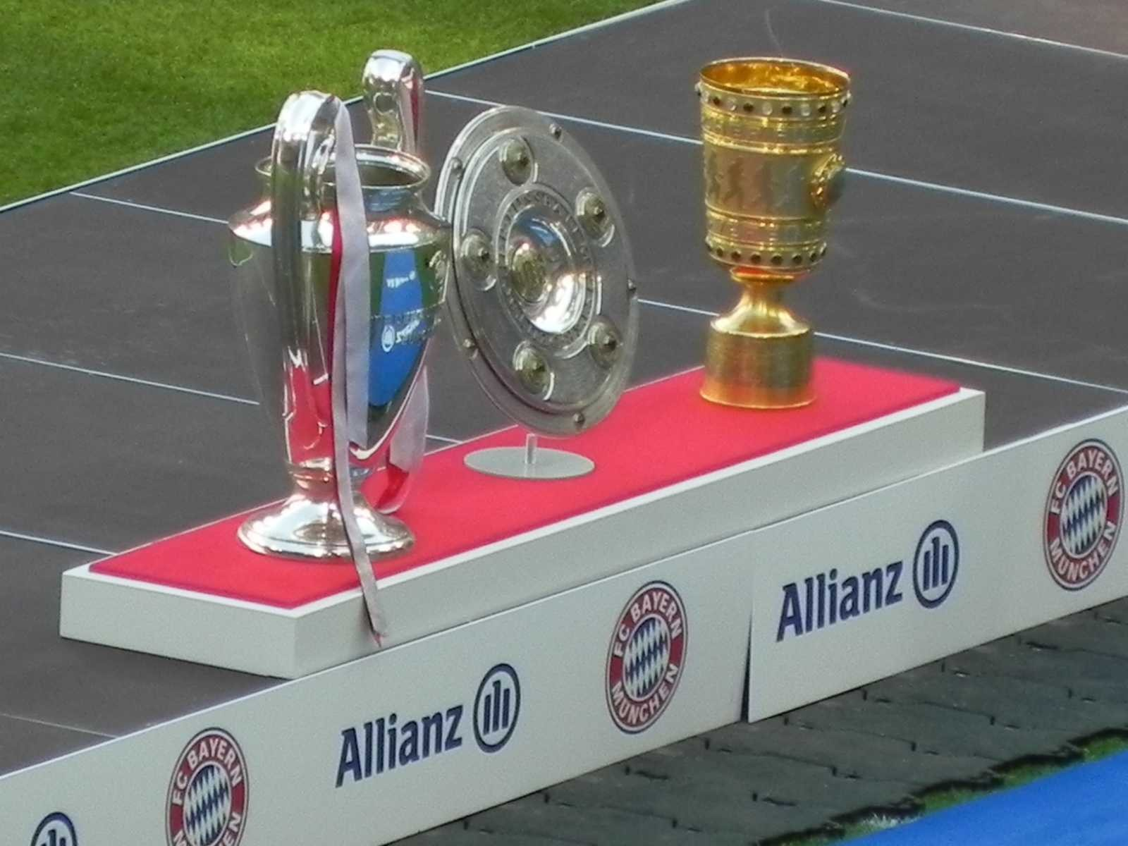 Das Trippl des FC Bayern - DFB Pokal Deutsche Meisterschale Meisterschaft Champions league - MAURICE - Fussballsammlung 2013