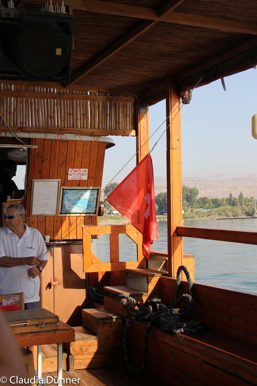 Nationalhymne und Schweizerflagge begleiten uns auf einer Schifffahrt über den See Genezareth