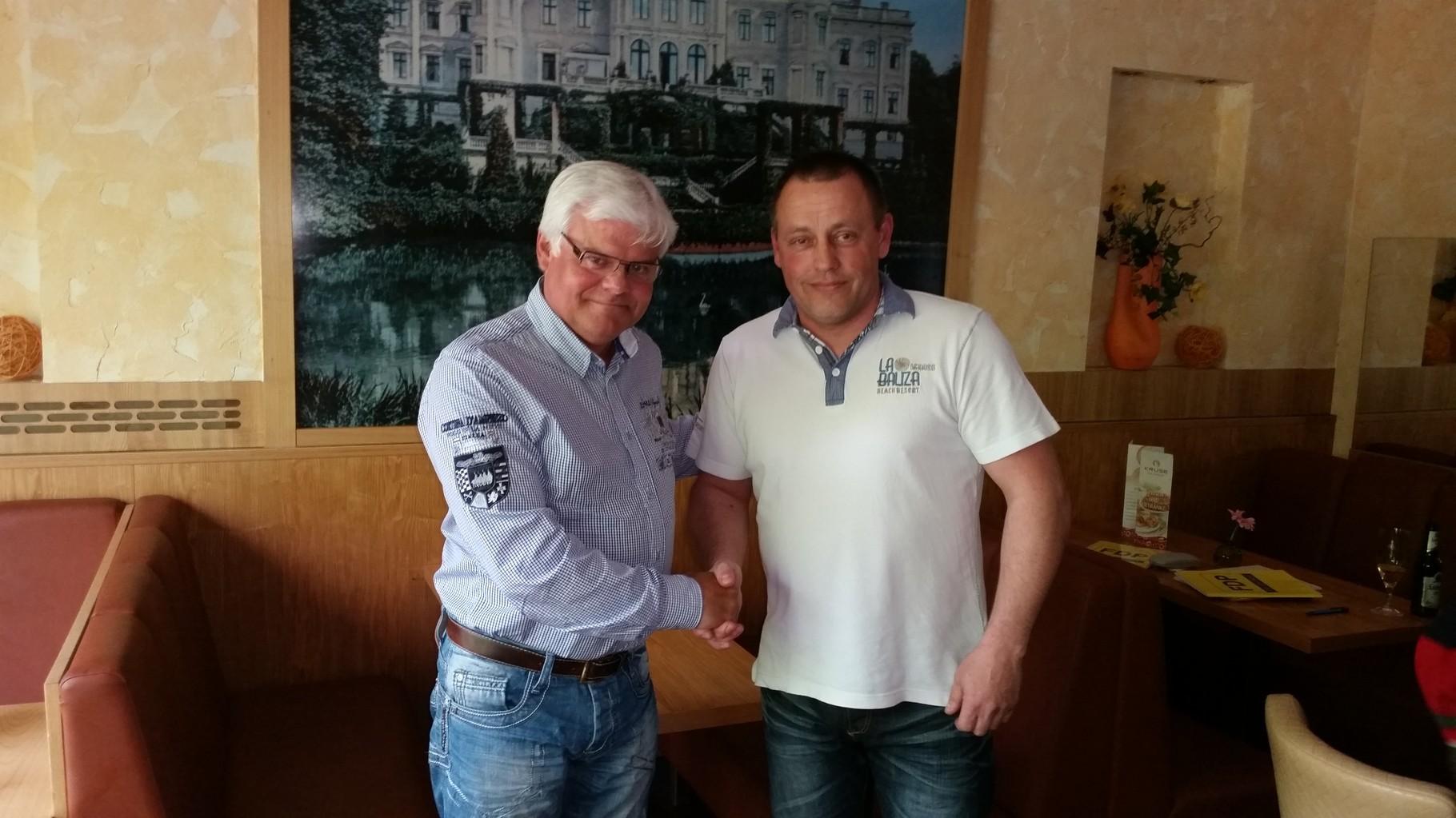 Thomas Kruse gratuliert Ingo Blume zur Nominierung