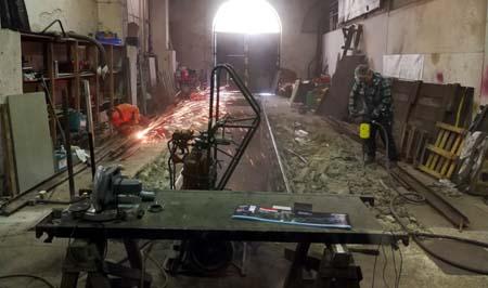 9.12.2017: Beton und Stahl werden zerkleinert.