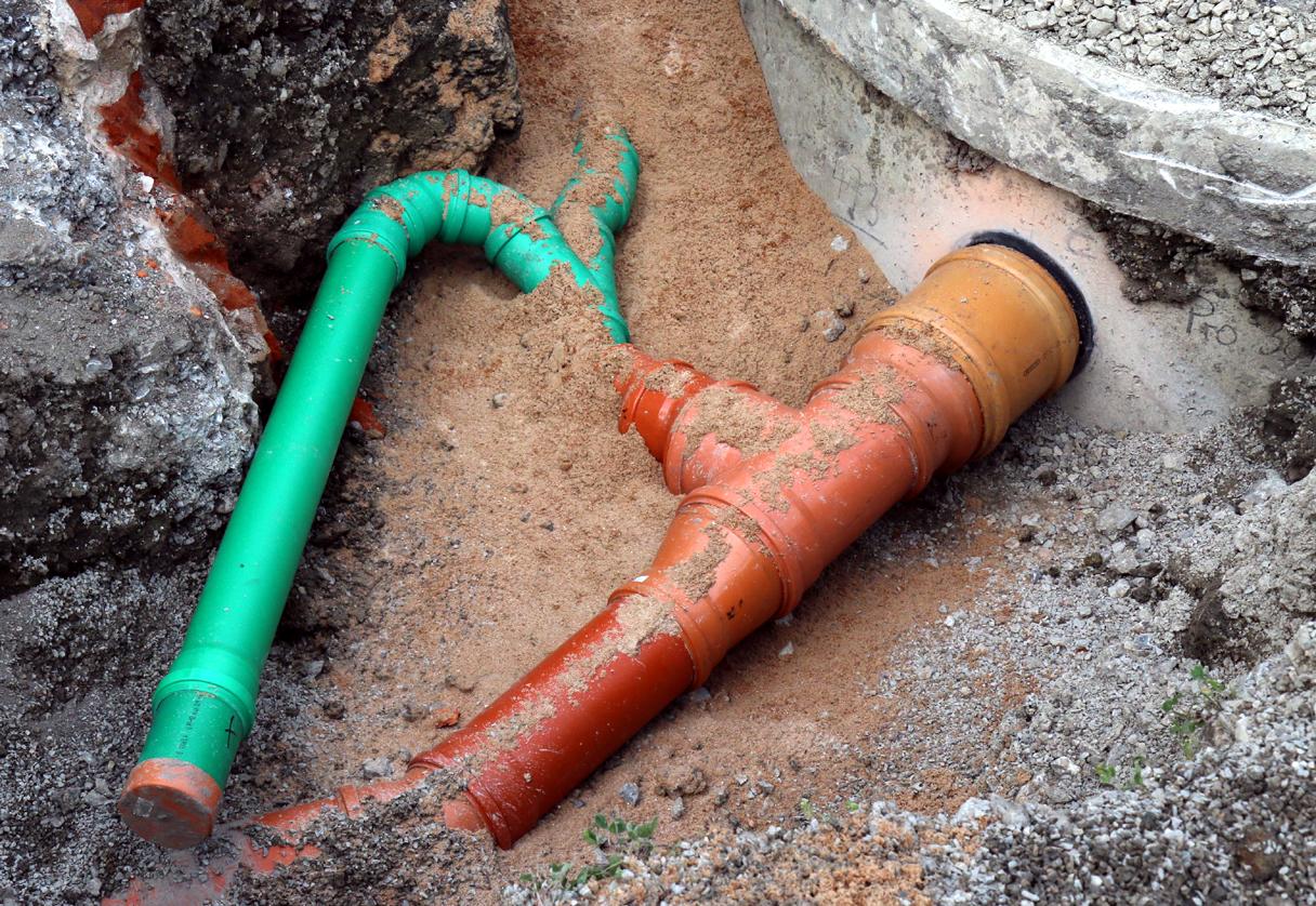 Das grüne Rohr führt zu einer ehemaligen Außengrube, die wieder geöffnet werden soll.