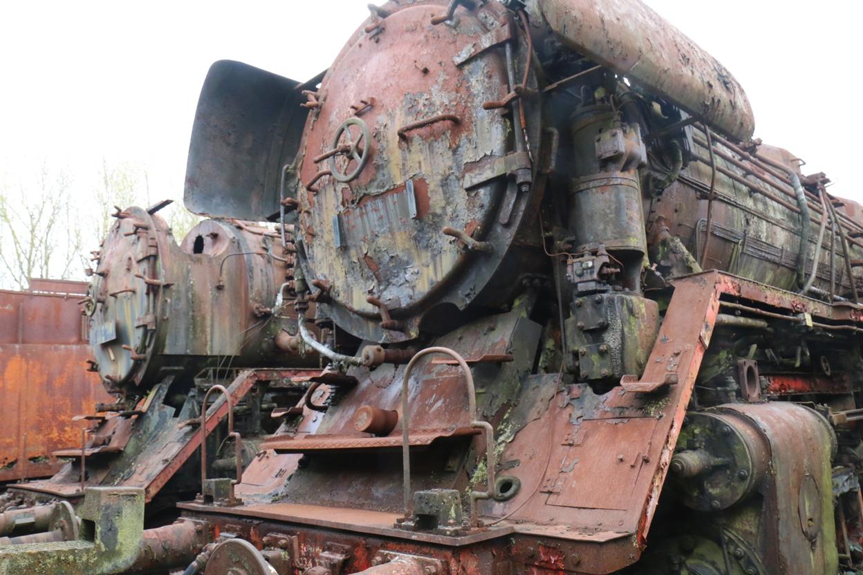Zwei 44er der ehemaligen Reichsbahn, die den Schneidbrenner überlebt haben