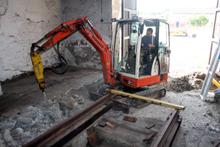Dann musste aber noch mehr brüchiger Beton entfernt werden (11. Juli 2015).