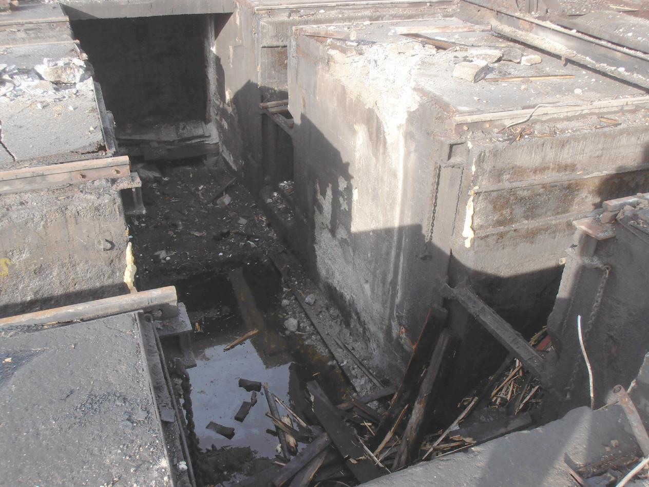 Die nun leere Grube im ehemaligen E-Lok-Bw von Ulm . . .