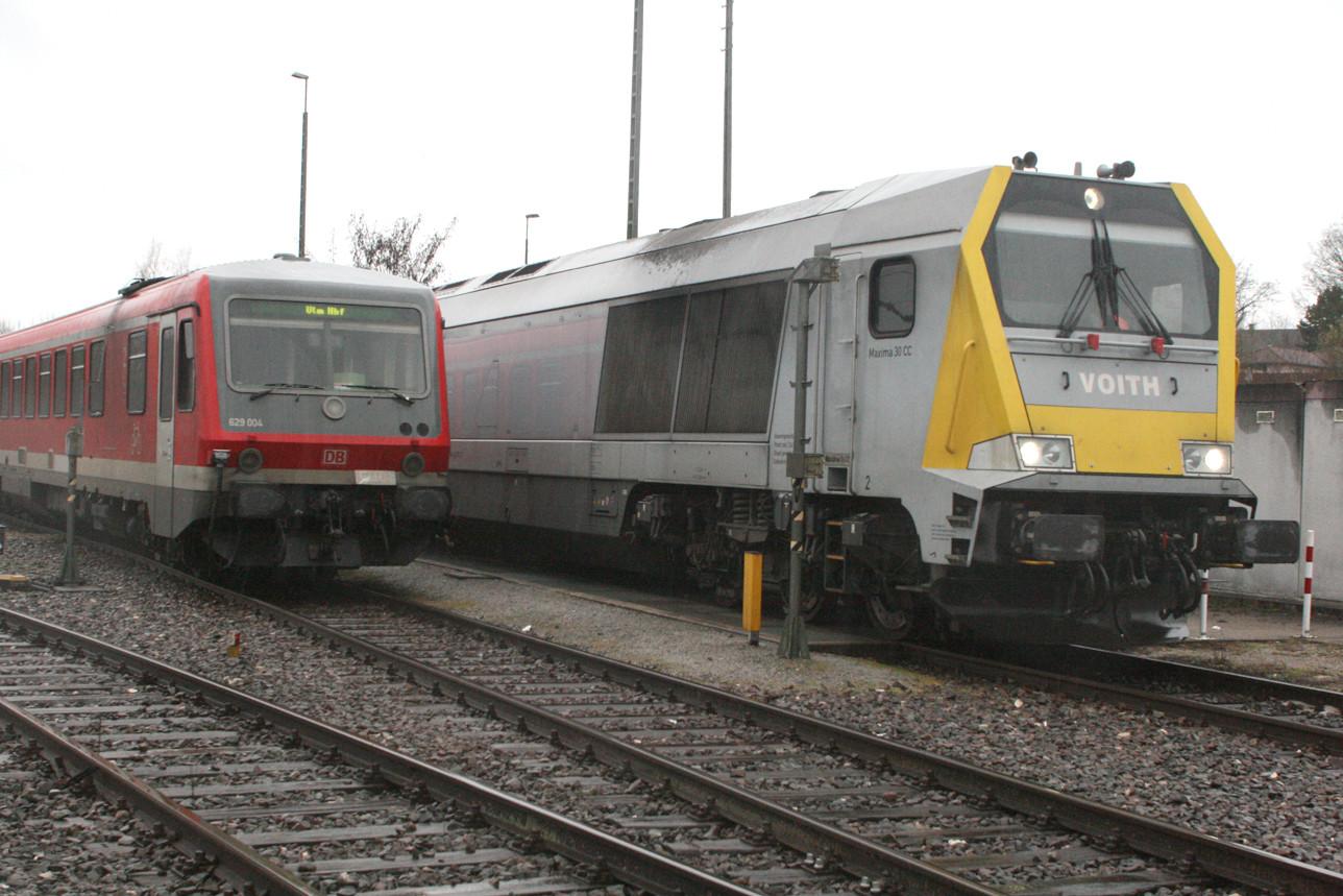 Am Freitag war eine Maxima in Crailsheim zu Gast.  Links der 629 004 mit dem Fahrziel Ulm Hbf.