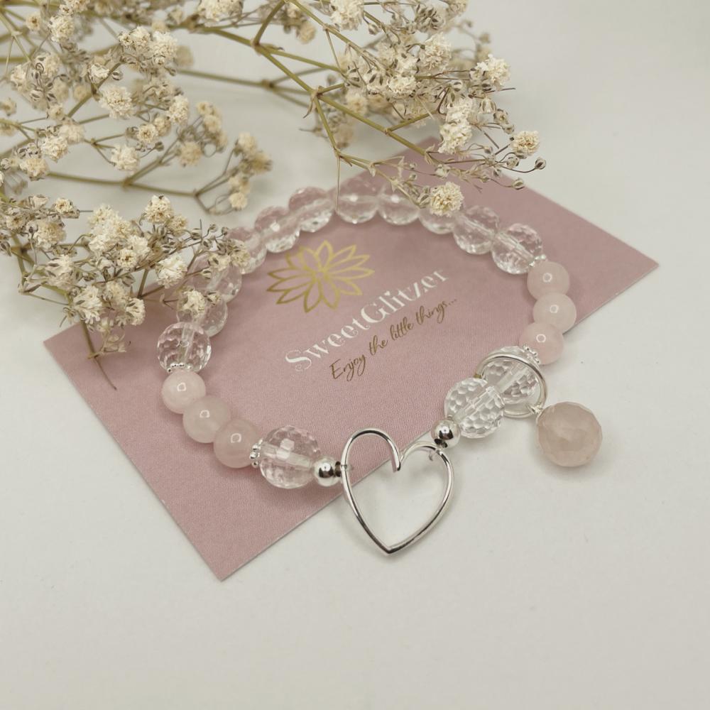 Armband mit Herzverbinder, Anhänger Rosenquarz, Bergkristallperlen und Rosenquarzperlen EUR 34,90