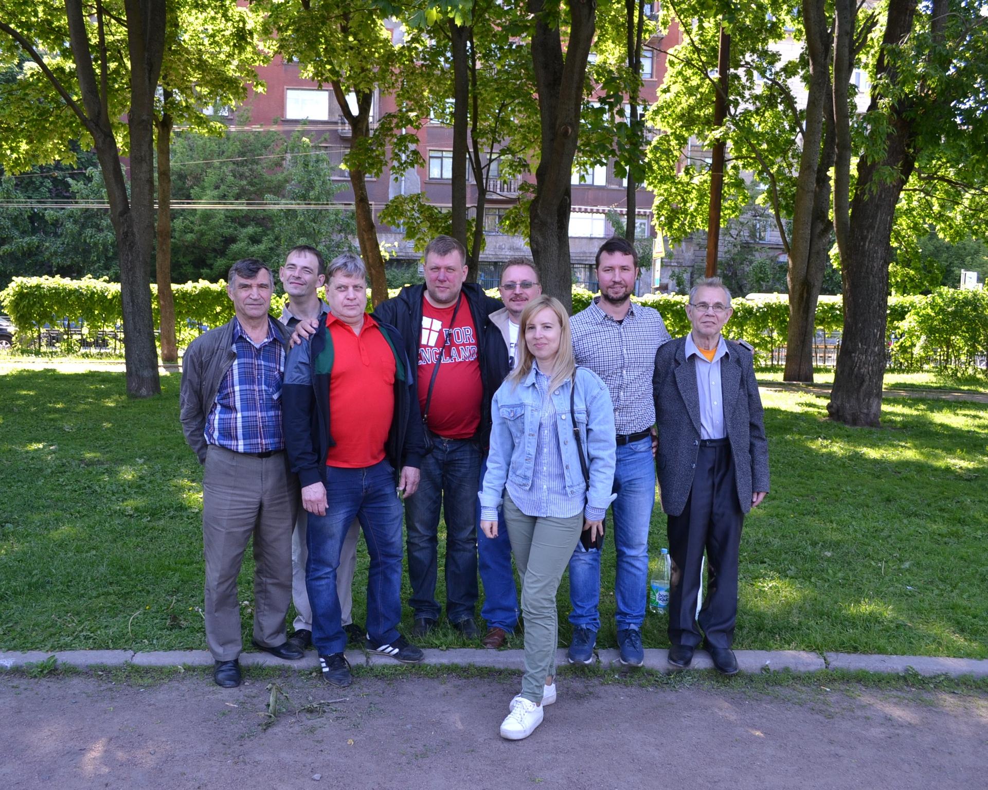 2 команды из Москвы.