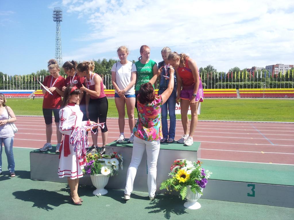Победитель - Женская эстафета 4х100м (девушки) - Анастасия Клечкина, Анастасия Попова, Карина Бирюкова, Александра Зраковская.(в центре)