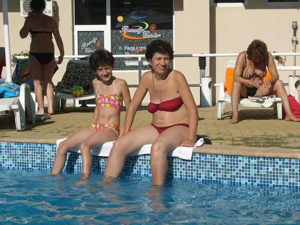 В бассейне ножки охлаждаем.