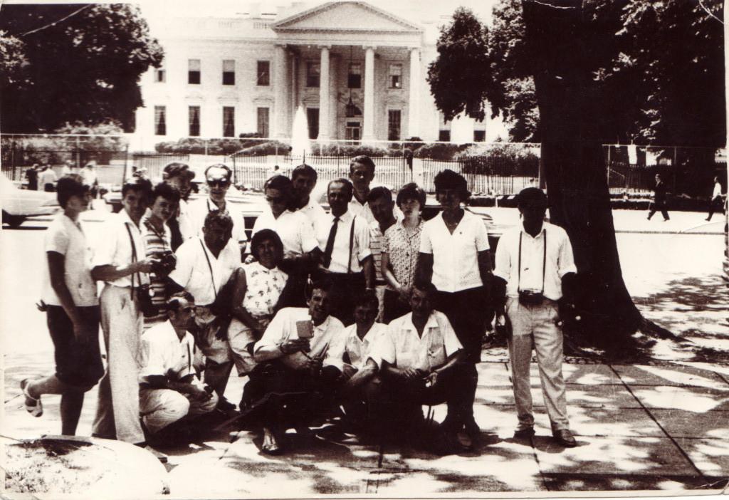 В память у Белого Дома