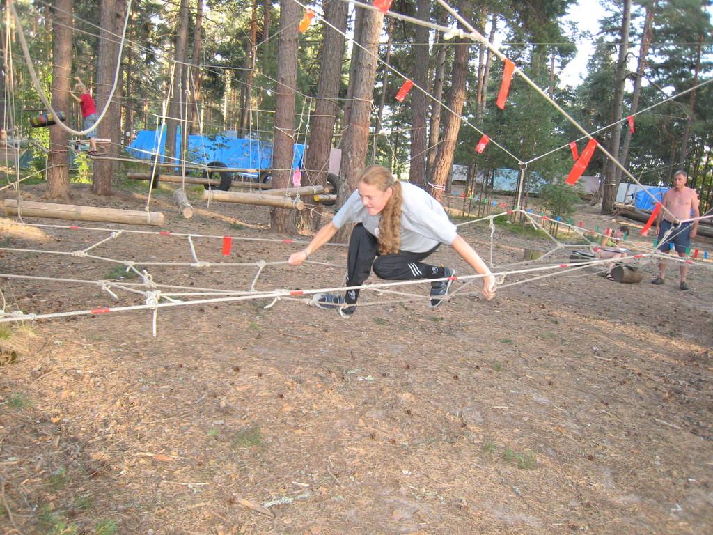 Саша Скребцова летит над Висячими садами.